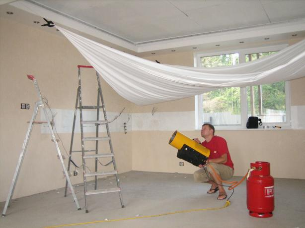 Installation of a stretch ceiling